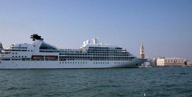 Oι οικολόγοι ζητούν να απαγορευτούν τα κρουαζιερόπλοια στη Βενετία