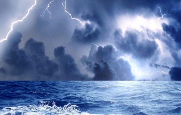 Καιρός: Βροχές και καταιγίδες και την Παρασκευή – Έως τους 34 βαθμούς το θερμόμετρο