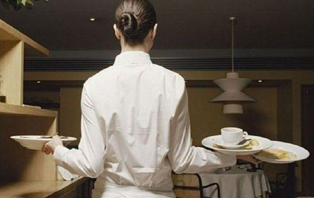 Πελάτης χρεώθηκε 10 ευρώ παραπάνω γιατί… έπρηξε την σερβιτόρα