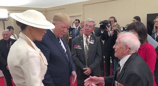 93χρονος έκανε καμάκι στη Μελάνια μπροστά στον Τραμπ (βίντεο)