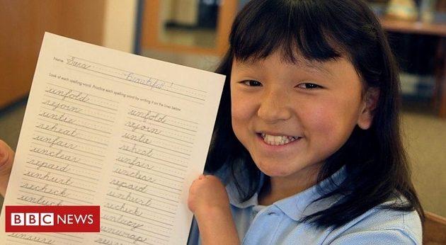 10χρονη χωρίς χέρια κερδίζει διαγωνισμούς καλλιγραφίας