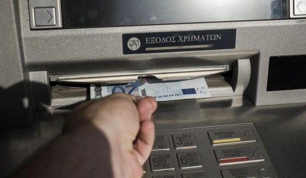 Τι αλλάζει από Δευτέρα στις αναλήψεις από ATM