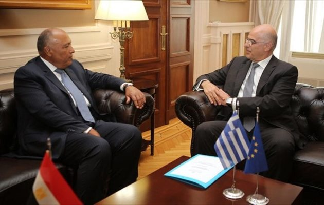 Τριμερείς συνεργασίες, ενεργειακά και τουρκικές προκλήσεις στη συνάντηση Δένδια-Σούκρι