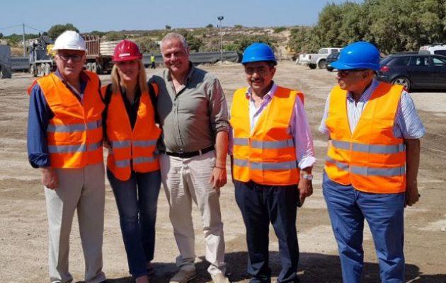 Καθελκύστηκε ακόμη ένα τμήμα του υποθαλάσσιου αγωγού μεταφοράς νερού στην Αίγινα