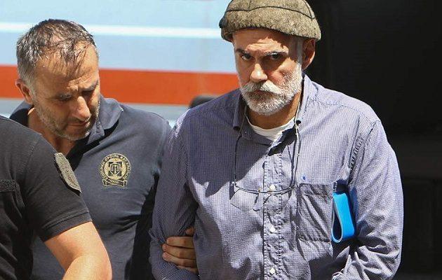 Βγήκε από τη φυλακή ο Επαμεινώνδας Κορκονέας (βίντεο)
