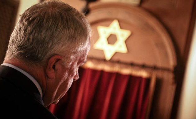 Ο Βορίδης επισκέφθηκε το Εβραϊκό Μουσείο και ζήτησε «συγγνώμη» από τους Εβραίους