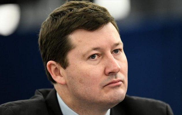 Παραιτείται στενός συνεργάτης του Ζαν Κλοντ Γιούνκερ