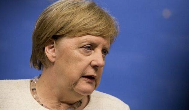 Η τρεμάμενη Μέρκελ παραμένει η δημοφιλέστερη πολιτικός της Γερμανίας
