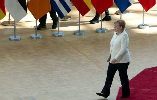Die Welt: «Η Μέρκελ επιστρέφει στο Βερολίνο τριπλά ταπεινωμένη»