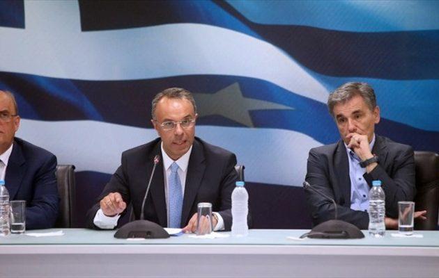 FT: Ο Σταϊκούρας προειδοποιεί για «κρυφές βόμβες» στην ελληνική οικονομία