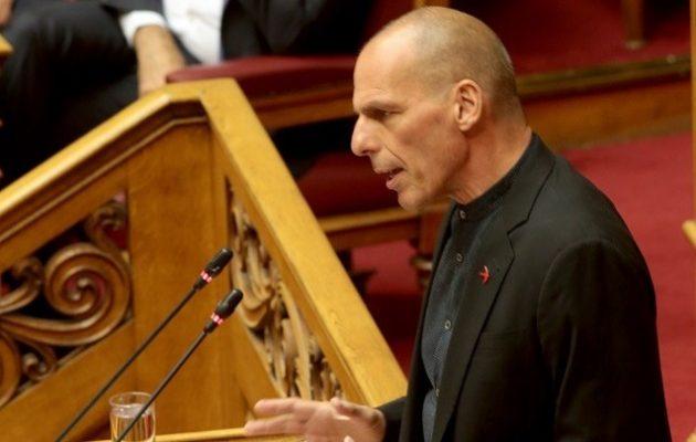 Βαρουφάκης: Ο Μητσοτάκης δεν θα υλοποιήσει τις εξαγγελίες του λόγω δανειστών
