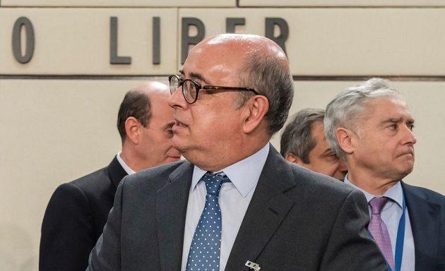 Ο πρώην υπουργός Άμυνας της Πορτογαλίας ερευνάται για κλοπή όπλων