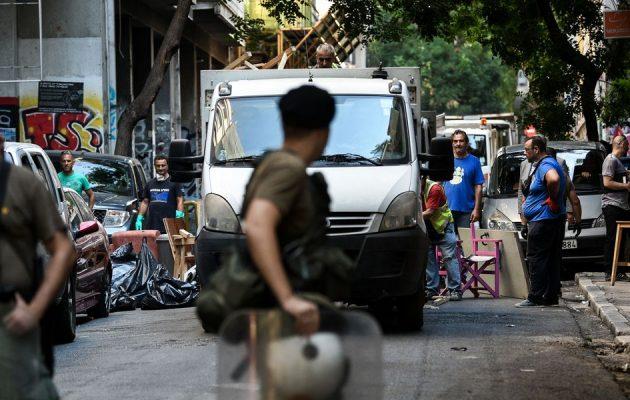 Guardian για Εξάρχεια: Η ρητορική της ΝΔ συγχέει εμπόρους ναρκωτικών και μετανάστες
