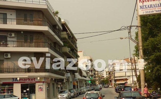 Αποπνικτική η ατμόσφαιρα στη Χαλκίδα από τον καπνό της πυρκαγιάς