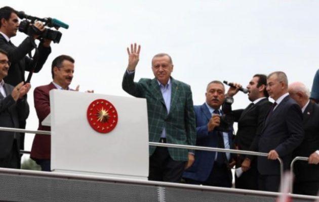 Ερντογάν: «Η Δύση μας απειλεί, αλλά εμείς δεν καταλαβαίνουμε»
