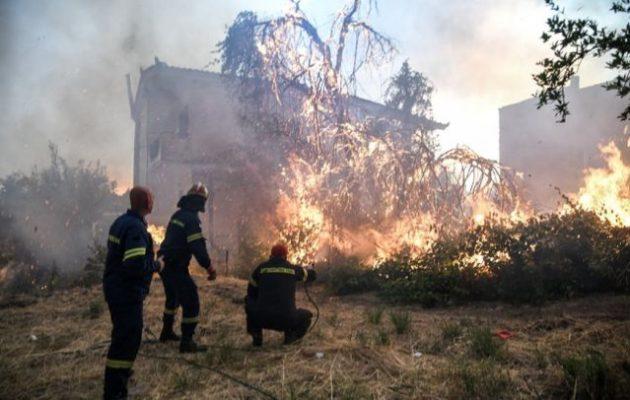 Ανεξέλεγκτη η κόλαση στην Εύβοια – Εκκενώθηκαν τέσσερα χωριά