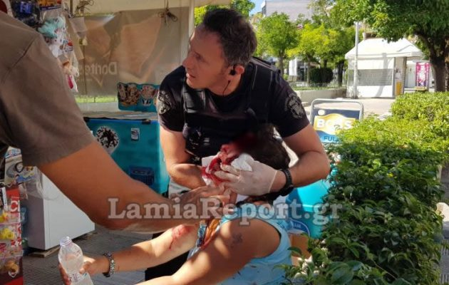 Σοκ στη Λαμία: Την έσφαξε με ξυράφι μέσα στην πλατεία (βίντεο)