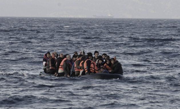 Δύο βάρκες με 67 αλλοδαπούς έφτασαν το βράδυ στη Λέσβο