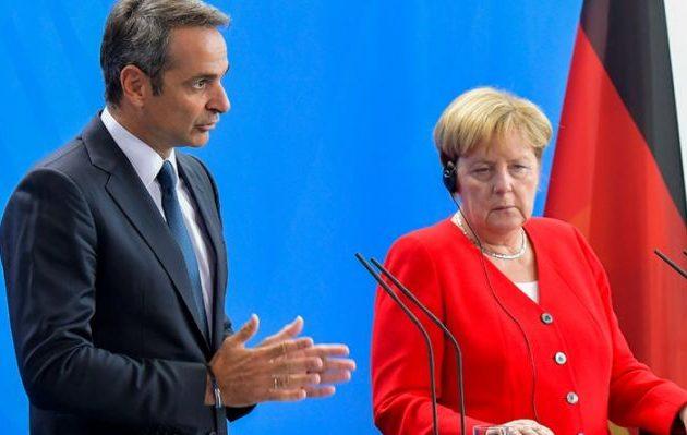 Λέξη δεν είπε ο Μητσοτάκης για μείωση πρωτογενών πλεονασμάτων – Στην… εξέδρα οι γερμανικές αποζημιώσεις
