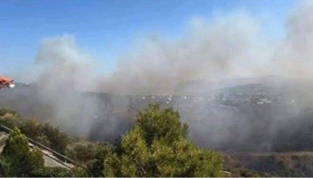 Μεγάλη φωτιά δίπλα σε σπίτια στην Πεντέλη – Πυρκαγιές σε Τανάγρα και Αρτέμιδα
