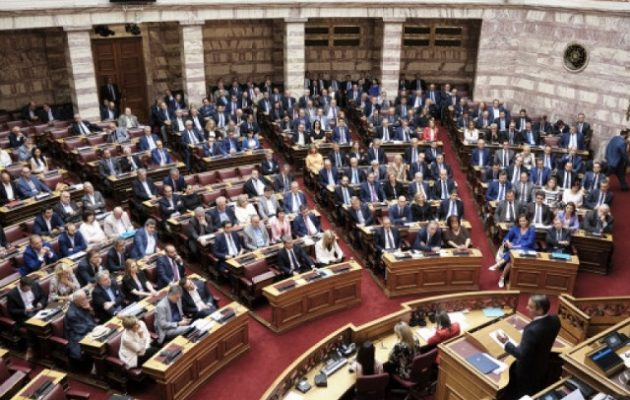 288 βουλευτές υπερψήφισαν το νομοσχέδιο για την ψήφο των αποδήμων