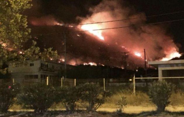 Φλόγες ύψους 20 μέτρων στον Υμηττό – Ακούστηκε έκρηξη πριν – Δεν εστάλη ποτέ μνμ στα κινητά