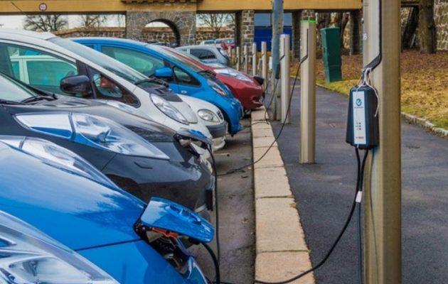 Δωρεάν διόδια και στάθμευση για τα ηλεκτροκίνητα αυτοκίνητα μελετά η κυβέρνηση