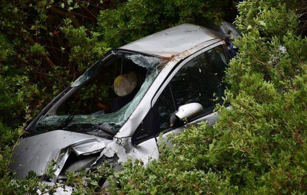 Ναύπλιο: Βουτιά θανάτου για ηλικιωμένο οδηγό ΙΧ σε γκρεμό