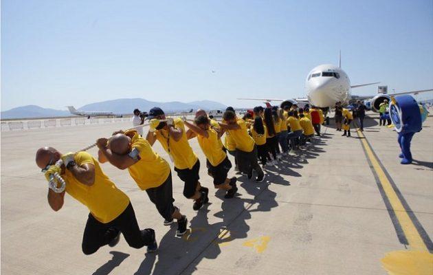 Χαμόγελο του Παιδιού: Τράβηξαν για 20 μέτρα Boeing με στόχο τη συγκέντρωση πόρων