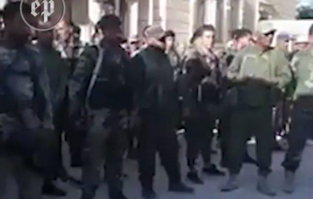 Φιλοϊρανοί Σύροι διακηρύττουν ότι θα επιτεθούν στους Κούρδους της Συρίας (βίντεο)