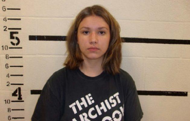 18χρονη αγόρασε καλάσνικοφ για να πυροβολήσει 400 άτομα στο σχολείο της «για πλάκα»