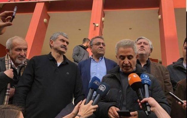 Αποφυλακίζονται οι δημοσιογράφοι της Τζουμχουριέτ που κατηγορήθηκαν για τρομοκρατία