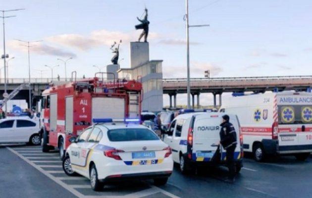 Ένοπλος απειλεί να ανατινάξει γέφυρα στο Κίεβο