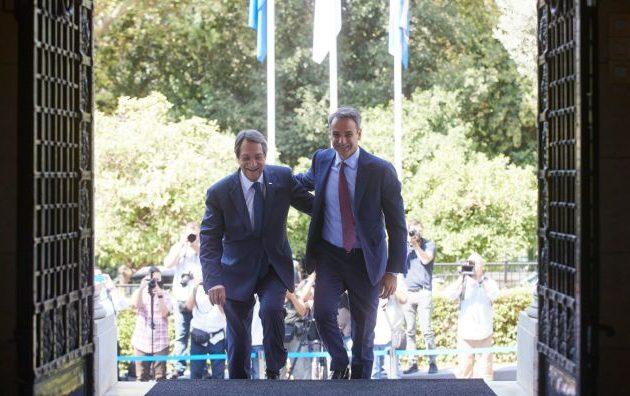Ξέχασε την «κυπριακή ΑΟΖ» ο Μητσοτάκης με Αναστασιάδη – Αδειάζει την Κύπρο πριν δει Ερντογάν;