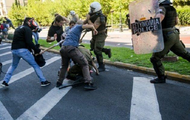 Μάχες ΜΑΤ-ΠΑΜΕ στο κέντρο της Αθήνας σε συγκέντρωση κατά της επίσκεψης Πομπέο
