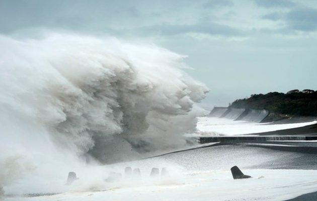 Τρόμος στην Ιαπωνία: Φονικό πέρασμα του τυφώνα «Χαγκίμπις»