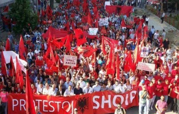 Στην Αλβανία ακροδεξιοί καλούν για φασαρίες στα σύνορα εν όψει 28ης Οκτωβρίου