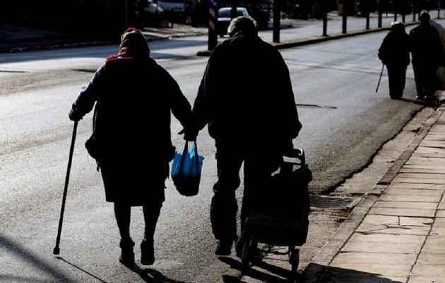 Eurostat: To 31,8% των Ελλήνων απειλείται από τη φτώχεια