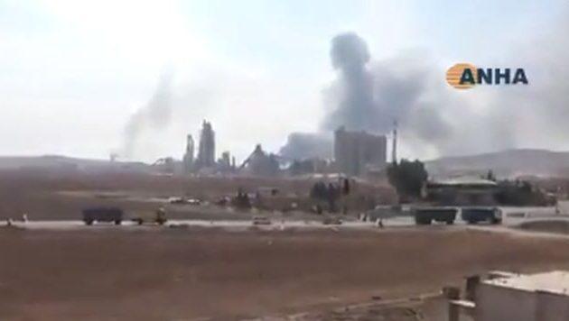 Οι Αμερικανοί βομβάρδισαν και κατέστρεψαν βάση τους που εκκένωσαν στη Συρία