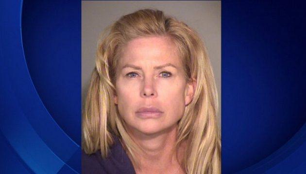 47χρονη βίαζε 14χρονους «ποτίζοντας» τους με αλκοόλ και ναρκωτικά