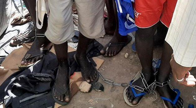 Έδεναν με αλυσίδες και βίαζαν εκατοντάδες αγόρια σε σχολείο της Νιγηρίας