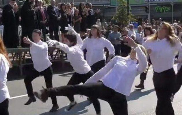 Η Νεολαία ΣΥΡΙΖΑ υπέρ των «ζόμπι» της παρέλασης