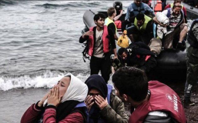 1.500 μετανάστες έφτασαν στα ελληνικά νησιά σε 20 ημέρες – Στους δρόμους οι κάτοικοι