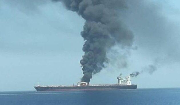 Έκρηξη στο ιρανικό τάνκερ «Sinopa» – «Χτυπήθηκε από δύο πυραύλους»