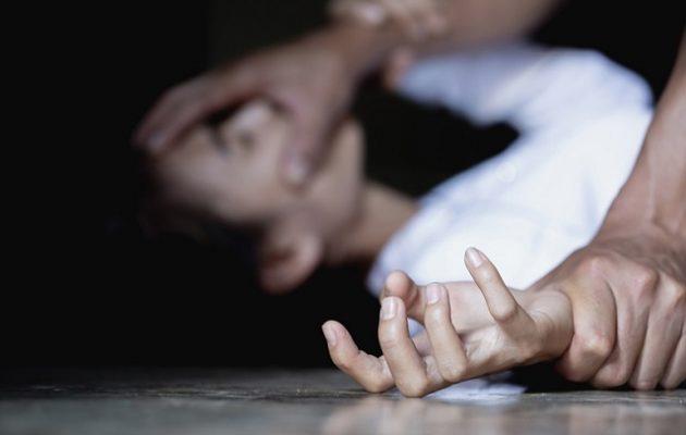 Ένοπλος απήγαγε γυναίκα από την Κυψέλη και τη φυλάκισε σε διαμέρισμα στην Πάτρα