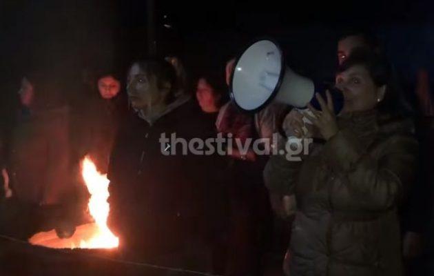 Οι κάτοικοι στα Βρασνά δεν επέτρεψαν εγκατάσταση μεταναστών στο χωριό τους (βίντεο)