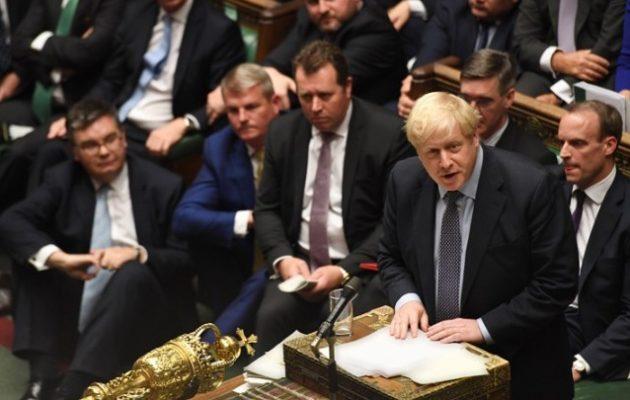 Στάση αναμονής από την Ε.Ε. για το Brexit όσο ο Μπόρις Τζόνσον συζητεί με το κοινοβούλιο