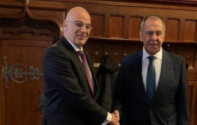 Σε εγκάρδιο κλίμα η συνάντηση Δένδια-Λαβρόφ στη Μόσχα