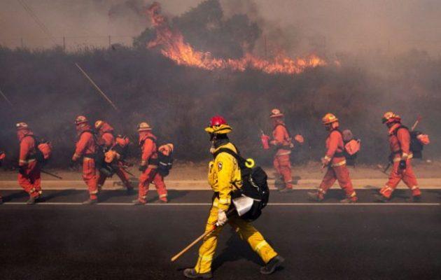 Νέα πύρινα μέτωπα στην Καλιφόρνια – Περικυκλωμένο το Λος Άντζελες από πυρκαγιές (βίντεο)