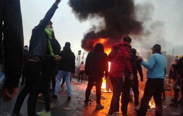 106 διαδηλωτές σκοτώθηκαν στις διαμαρτυρίες στο Ιράν